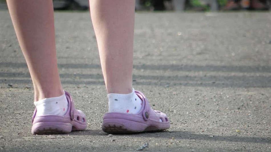 Do nurses wear socks with Crocs