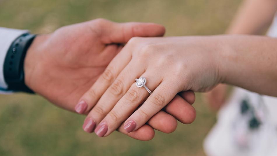 Can Nurses Wear Wedding Rings?