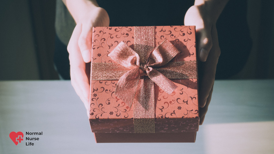 Can nurses accept gifts